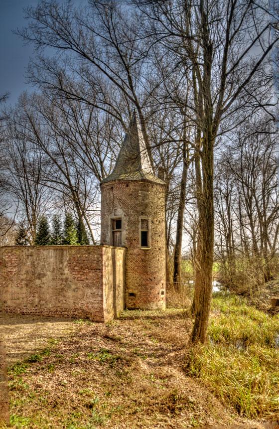 De ruïne van Haus Empel bij Empel in Duitsland